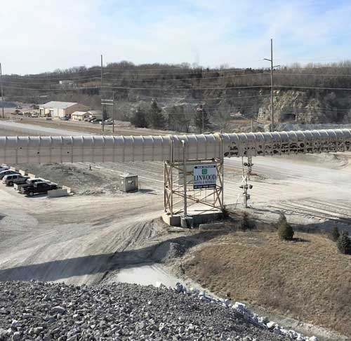 Closed tunnel conveyor system for moving limestone